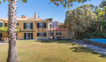 Magnificent Villa T9 in Colares
