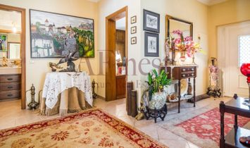Wonderful independent House in gated community, Azeitão.