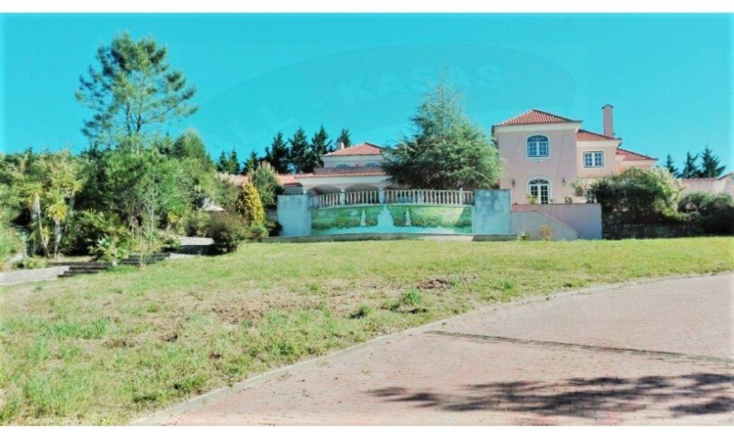 Exquisite Detached 6 Bedroom Villa in Belas