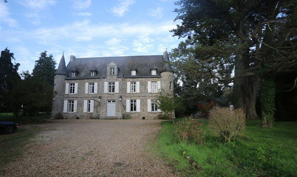 Charming manor in Guerande peninsula near the sea