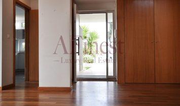 Residences in Paço de Arcos, modern lines