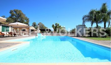 Housing complex of three Villas with pool in Latina