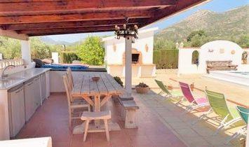 Gayanes Villa