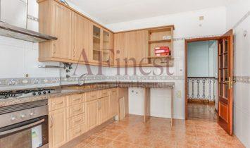 Apartment 4 Bedrooms AREEIRO