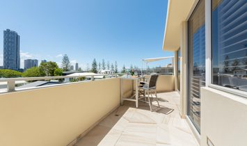 19 B Lennie Avenue, Main Beach Qld 4217