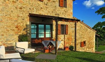 Farmstead / Courtyard for sale in Sarteano