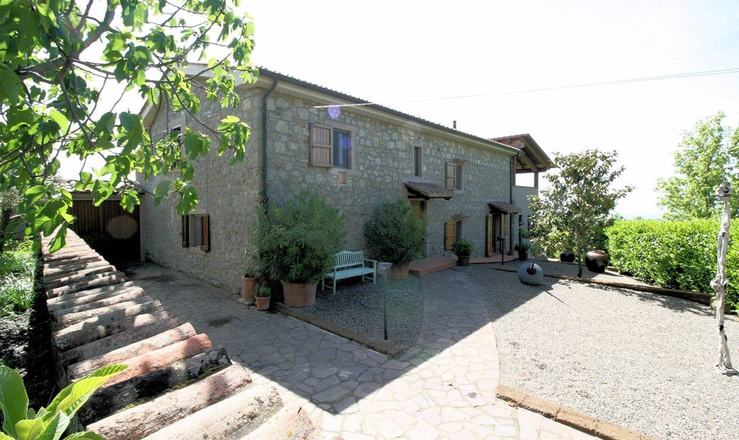 Farmstead / Courtyard for sale in Roccastrada