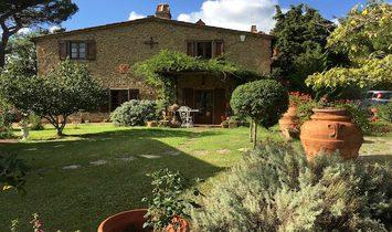 Farmstead / Courtyard for sale in Gaiole in Chianti