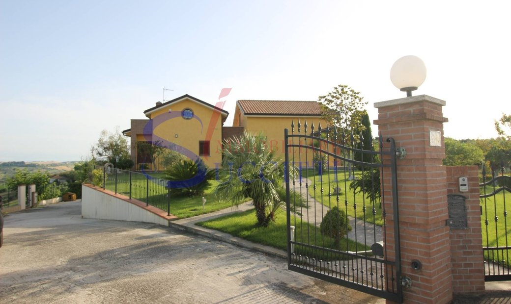 Mansion house for sale in Tortoreto