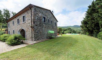 Farmstead / Courtyard for sale in Lajatico