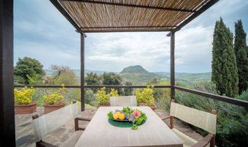 Farmstead / Courtyard for sale in Volterra