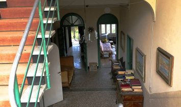 Mansion house for sale in Rapallo