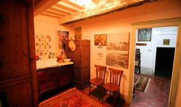 Portion of house for sale in Manciano