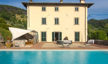 Farmstead / Courtyard for sale in Lucca