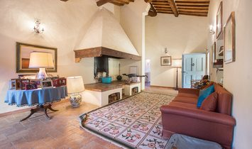 Farmstead / Courtyard for sale in Buonconvento