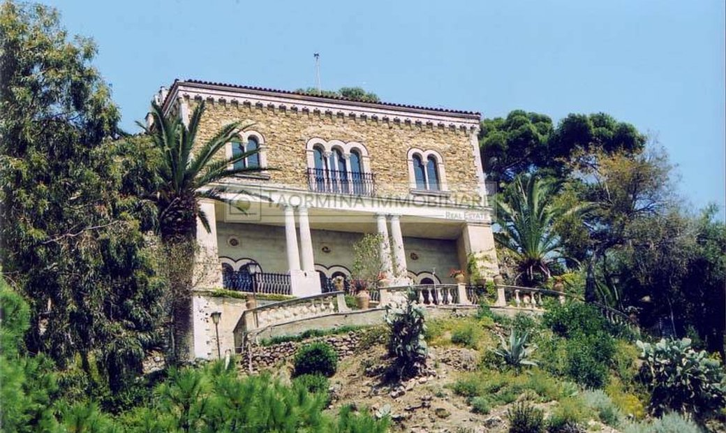 Single house for sale in Taormina