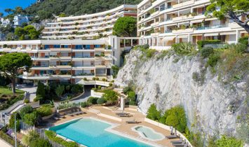 Spacious Apartment Of 105 M², In A Seafront Residence On The Cap De Nice.
