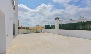 T4 Duplex on the South side of Parque das Nações.