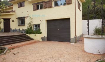 Very bright house with private pool and garden