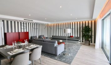 4 bedroom apartment with 2 parking spaces and Balcony!