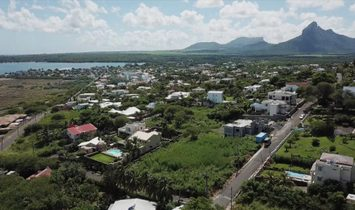 CHARMING APARTMENT AND PENTHOUSE WITH A BREATHTAKING SEA VIEW AT THE BAY OF TAMARIN - MAURITIUS