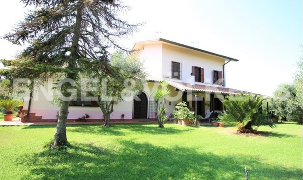 Splendid Mansion in the country-side of Sabaudia