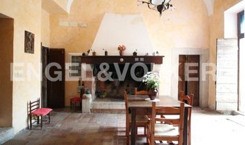 Prestigious Castle into the heart of Priverno