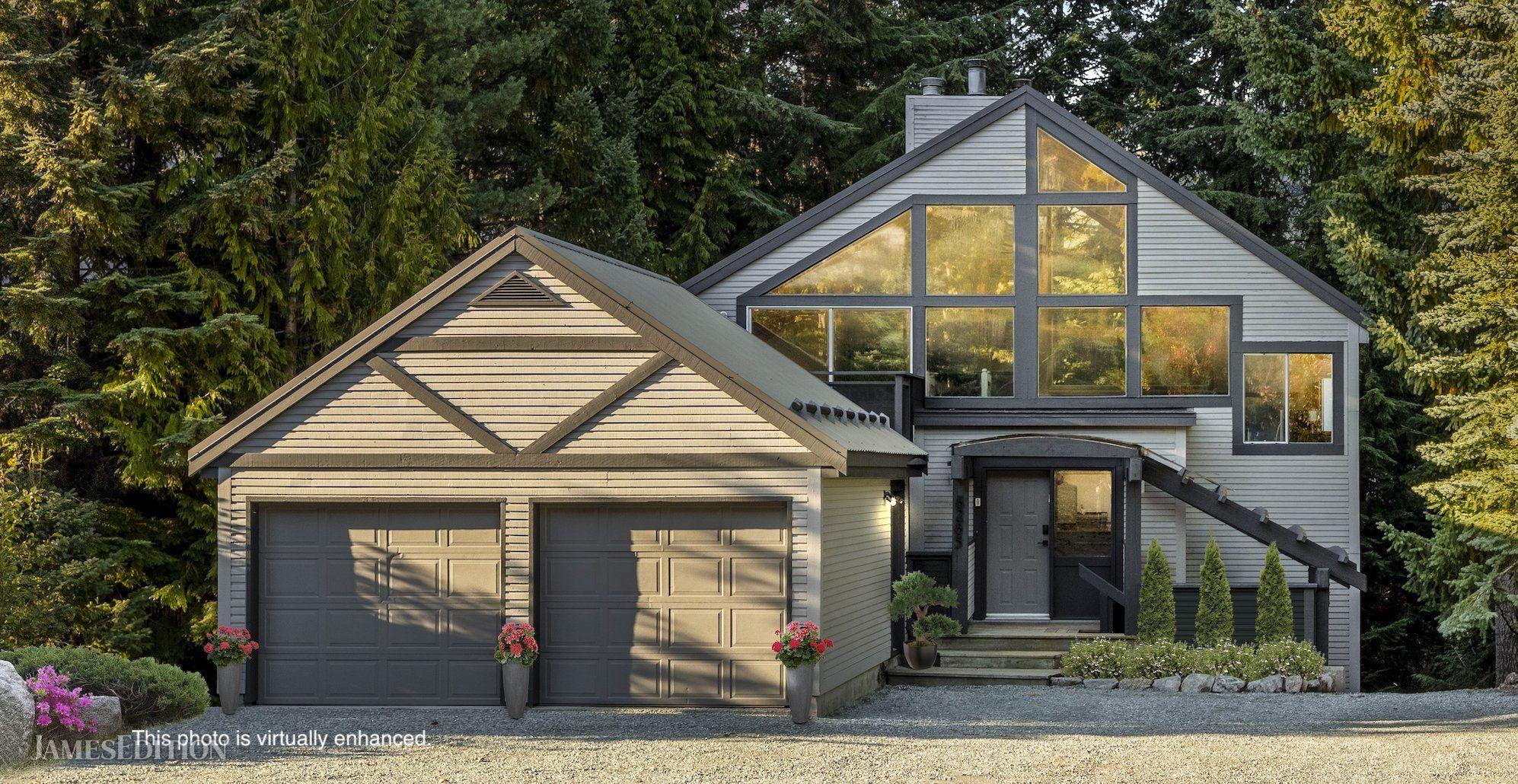 House in British Columbia, Canada 1 - 10762325