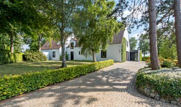 Prestigious and timeless villa in Torhout