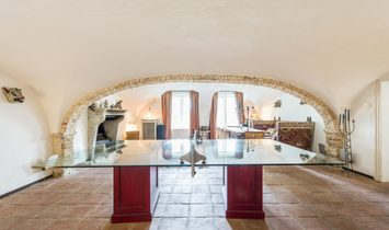 Spacious townhouse (+ 1000m²) on the canals!