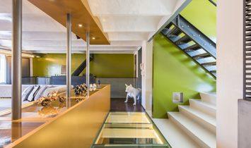 Beautiful loft (300m²) with double garage!