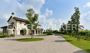 WONDERFUL VILLA WITH PARK