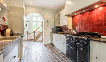 Beautifully finished farmhouse in a quiet location