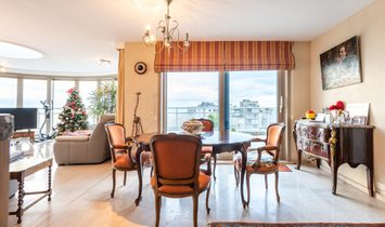 Spacious penthouse with sea view!