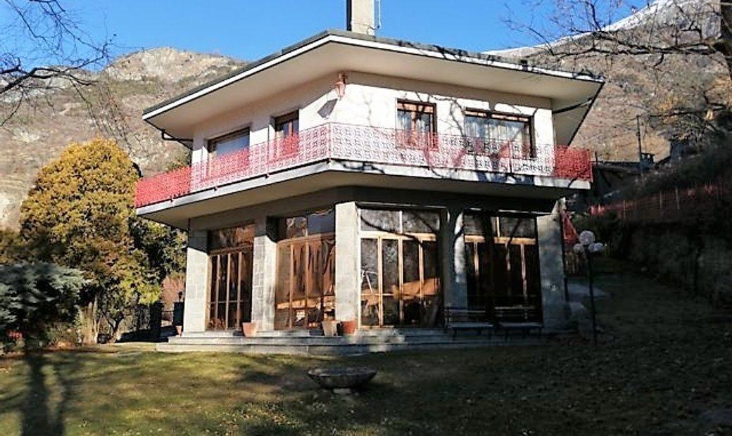 Splendida Villa con grande giardino. Posizione panoramica e soleggiata