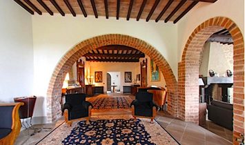 Farmstead / Courtyard for sale in Cetona