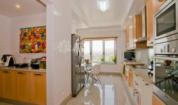 Apartment on the South side of Parque das Nações with excellent finishings.