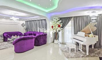 4 Bedroom | Corner Plot | Private Swimming Pool |