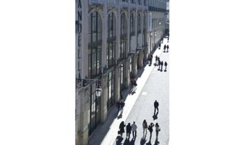 T1 with 117 m2, inserted in one of the most emblematic buildings of the Chiado