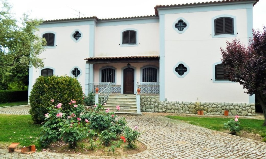 6 bedrooms House/villa for Sale