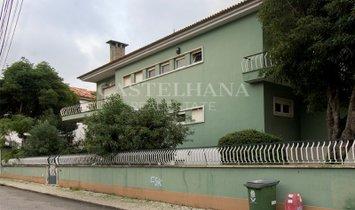 Villa with large garden in Alvalade