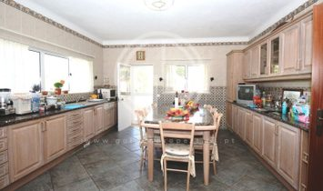 Detached 4 bedroom villa, near beaches and shopping, in Porches