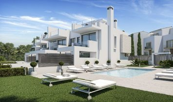 CONTEMPORARY DESING &  LUXURY  TOWNHOUSE IN ESTEPONA JUST 50m FROM THE BEACH