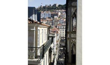 T2 with 122 m2 in Chiado.