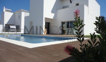 Modern 4 bedroom villa with pool near Alvor