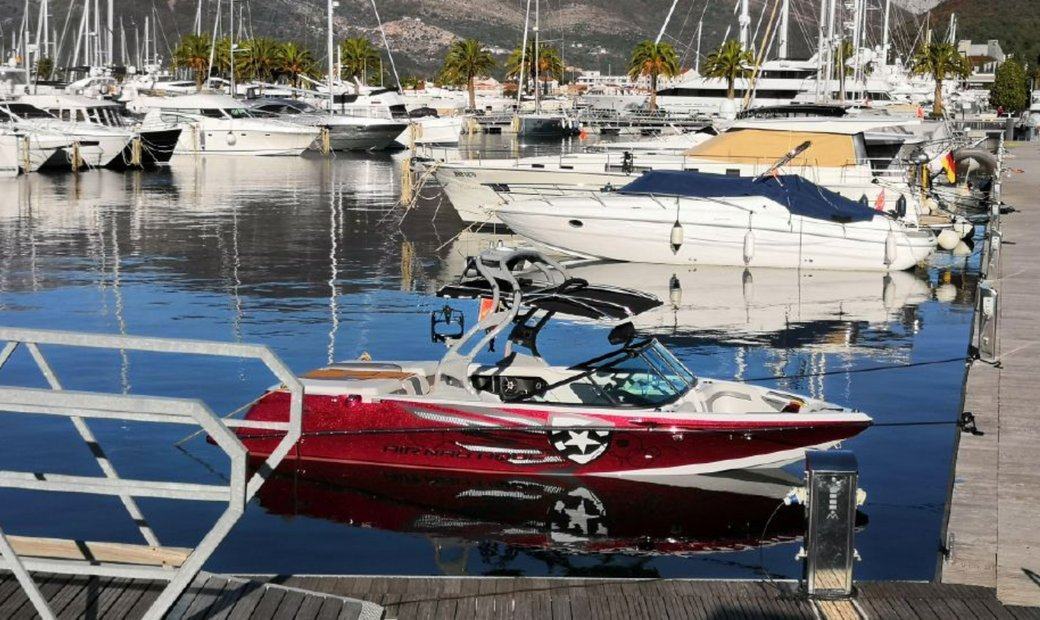Perfect boat for water sports, Nautique Sport Nautique 200 with only 35working hours !