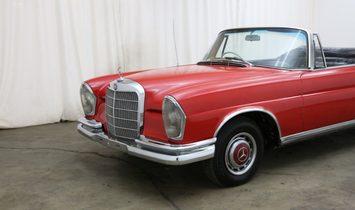Mercedes-Benz 220SE