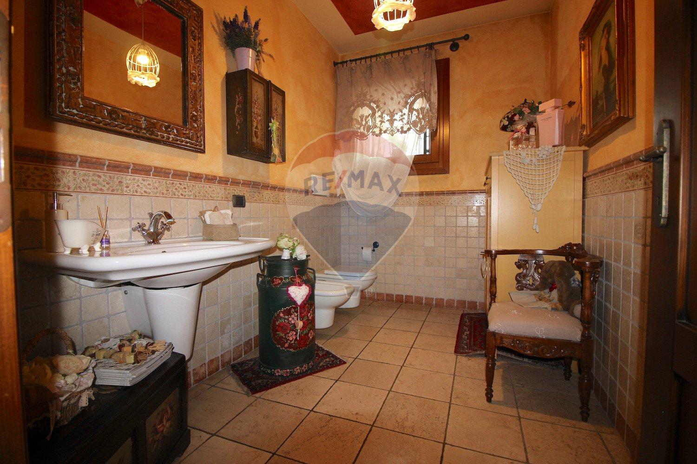 Armadio Ripostiglio Ad Angolo mansion house for sale in grisignano di zocco