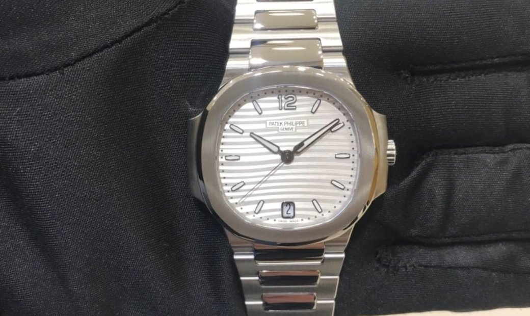 Patek Philippe Nautilus Ladies 7118/1A-010 Stainless Steel Silvery Dial