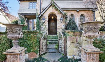 Beautiful European Cottage Nestled In The Heart Of Vickery